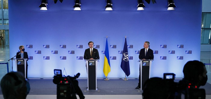 NATO chief urges Russia to withdraw from Ukraine's borders